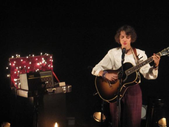 http://catblog.cowblog.fr/images/musique/pommechanson.jpg